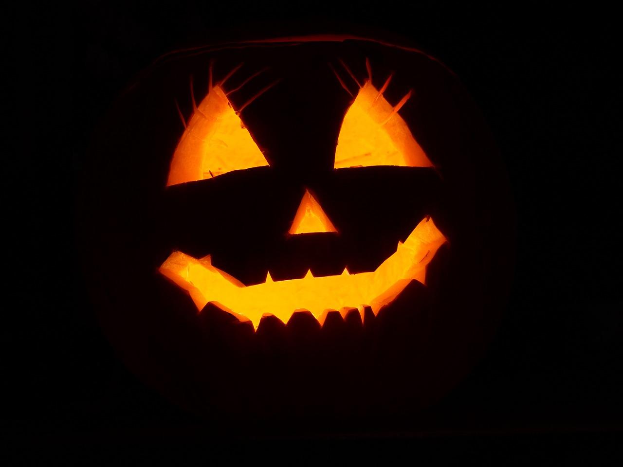 Gwiazdy na Halloween. Za co znani i lubiani przebrali się w tym roku?