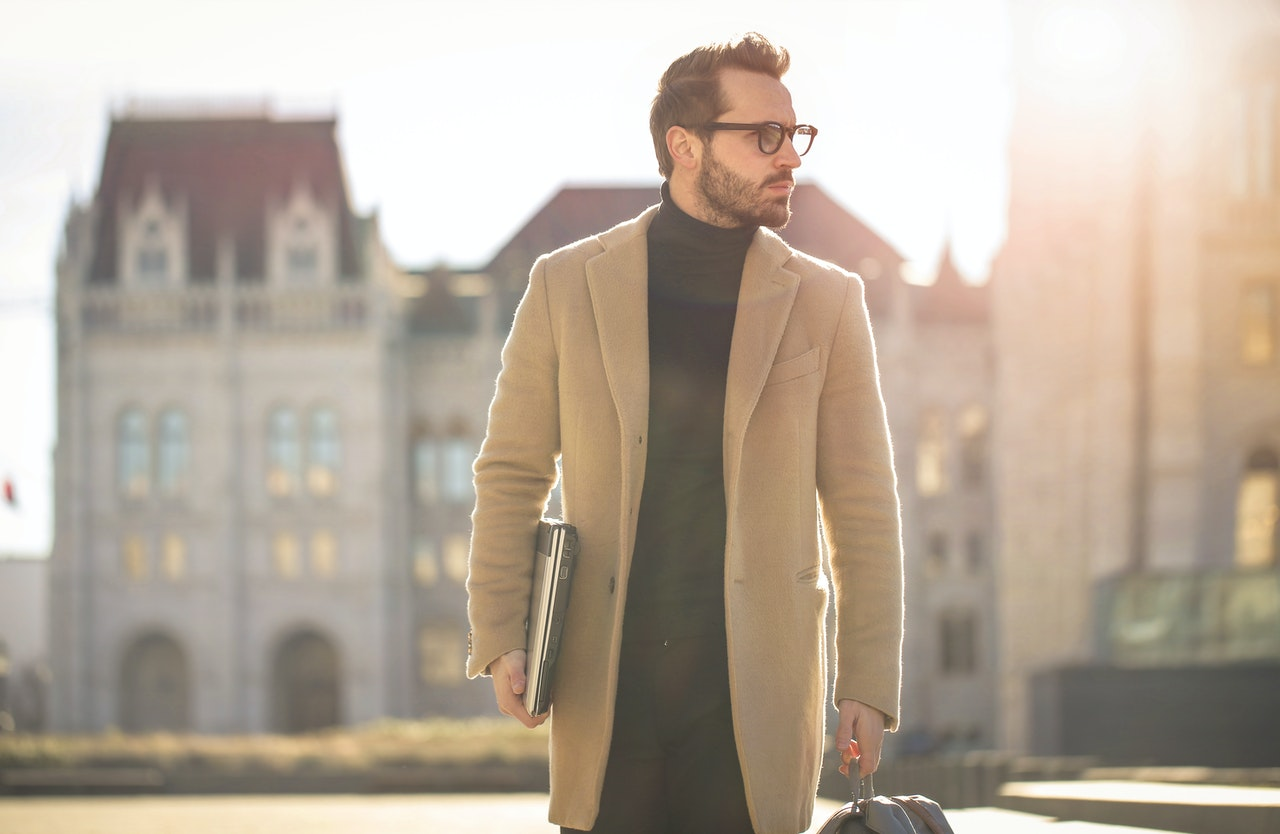 Jak nosić płaszcz męski?