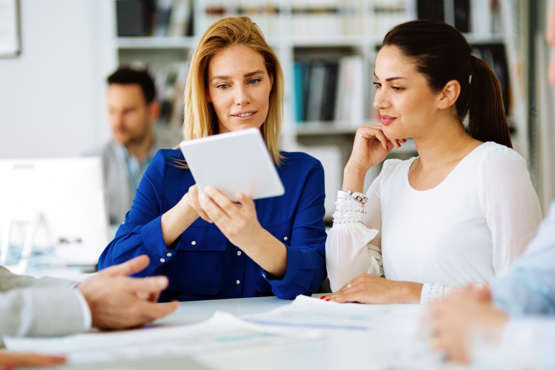 Podpis elektroniczny w firmie – jak z niego korzystać?
